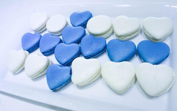 Vanilla & blueberry macarons